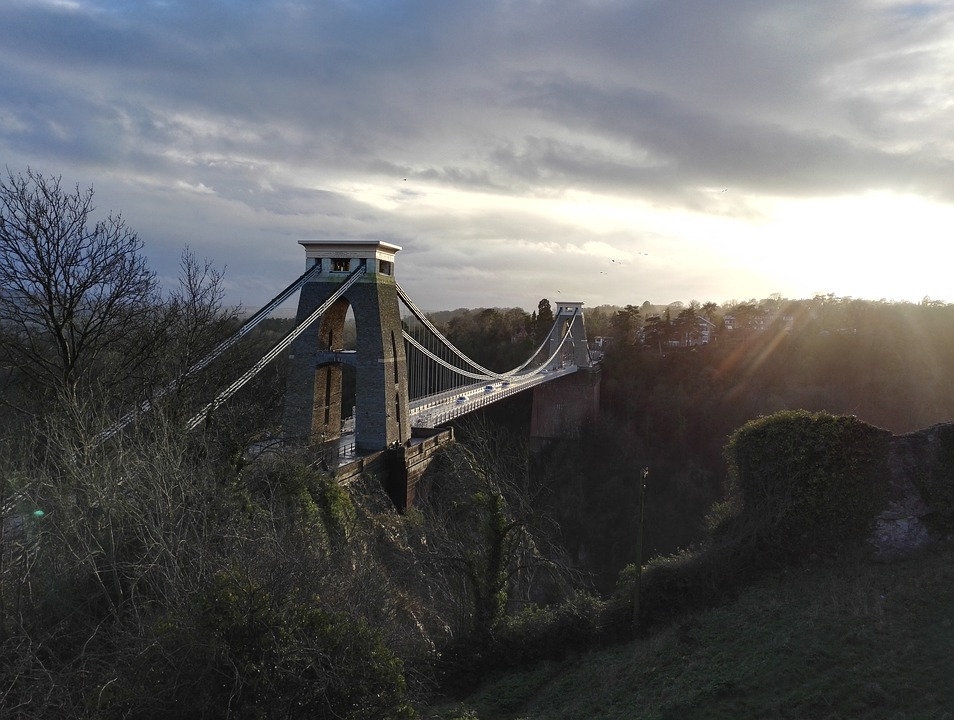 clifton-suspension-bridge-2135457_960_720.jpg