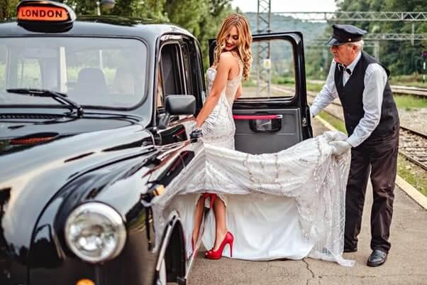 Bride-Getting-Taxi-To-Wedding.jpg